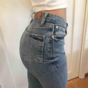 Denim jeans från Zara! Favoriter, så använda en del men de är tyvärr för små. Vanlig midja och lite stretchigt material. Frakt ca 50kr eller upphämtning!