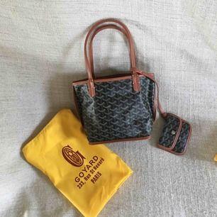 Goyard väska (kopia) säljes! dustbag medföljer! Mått: ca 24x20x12cm. Fri frakt!