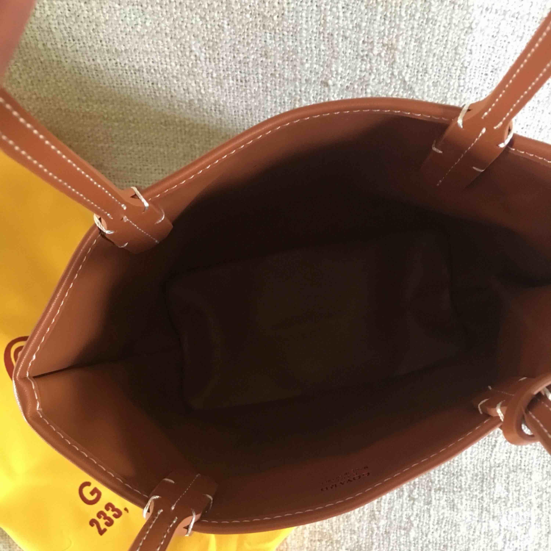 Goyard väska (kopia) säljes! dustbag medföljer! Mått: ca 24x20x12cm. Fri frakt!. Väskor.