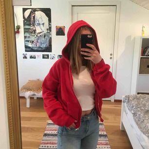Mjuk röd hoodie med fickor och dragkedja!❤️❤️ i princip oanvänd