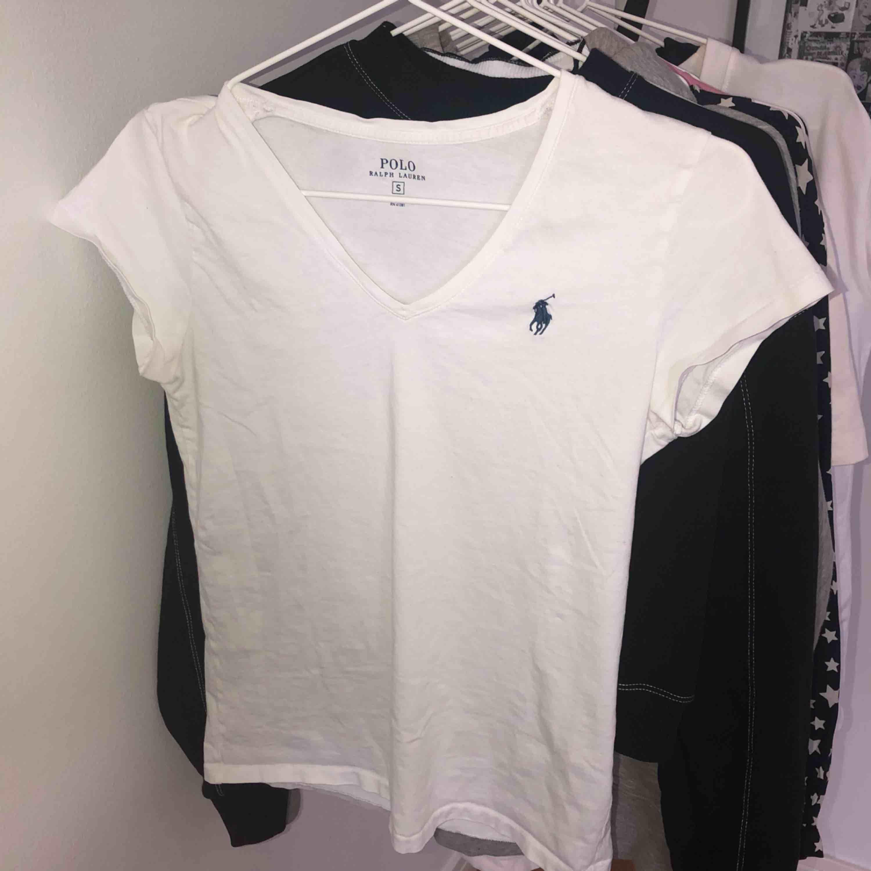 d54a39112206 Basic vite T-shirt från polo Ralph - Ralph Lauren T-shirts - Second Hand