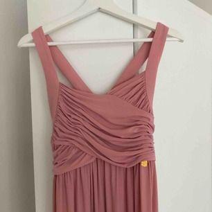 Balklänning från Chiara Forthi, Bubbleroom. Använd vid ett tillfälle. Superfint skick och den faller snyggt!