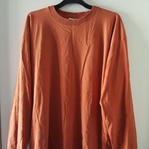 Vintage, typ rostfärgad Levis tröja. Kan skickas om köparen står för frakten.