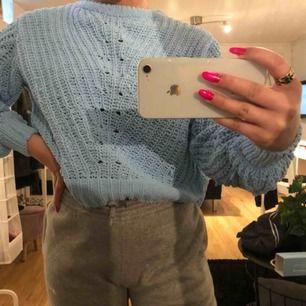 Jättesnygg nästan aldrig använd blå tröja, från h&m, Frakten tillkommer på ungefär 39kr