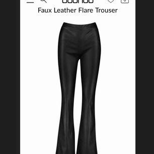 Säljer ett par läderimitations byxor som är ifrån boohoo.com, aldrig använda med prislappen kvar! Säljer pga inte hunnit lämna tillbaka. Dom är väldigt små i storleken så skulle snarare säga att dom är 38or eller tillockmed 36or