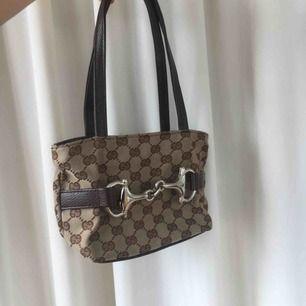 Gucciinspirerad väska köpt på humana. Rymmer mycket! Köparen står för frakt💞🤠