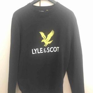 Säljer min NYA märkeströja med märket Lyle&Scott. Köptes för ca 1 månad sedan, storlek S (men är lagom stor). Köptes för 799kr säljes för 500kr.