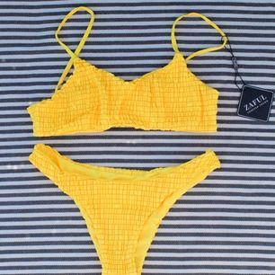 Ribbad modern bikini i gul 199 + 39kr frakt