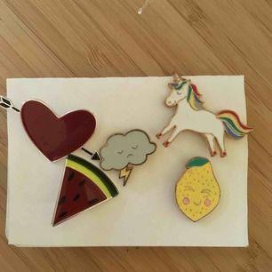 Jättefina pins från Brandy Melville och MONKI, alla säljs tillsammans. Köparen står för frakt!