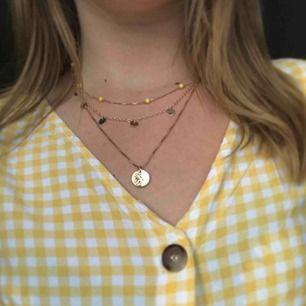 Superfint halsband från h&m!!😊 frakten blir 9kr (frakten ingår i priset)