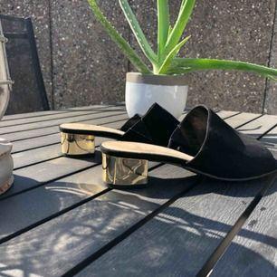 Oanvända skor som köptes förra sommaren i England. Säljer pga av ej min stil.  Köparen står för frakten.