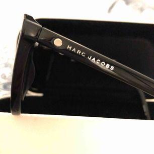 Helt nya Marc Jacobs solglasögon från Specsavers.  Ordinarie pris: 2400kr  Fodral och polerings servett medföljer.