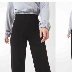 """Söker efter ett par """" Jenna trousers """" från Gina tricot i storlek M🌸"""