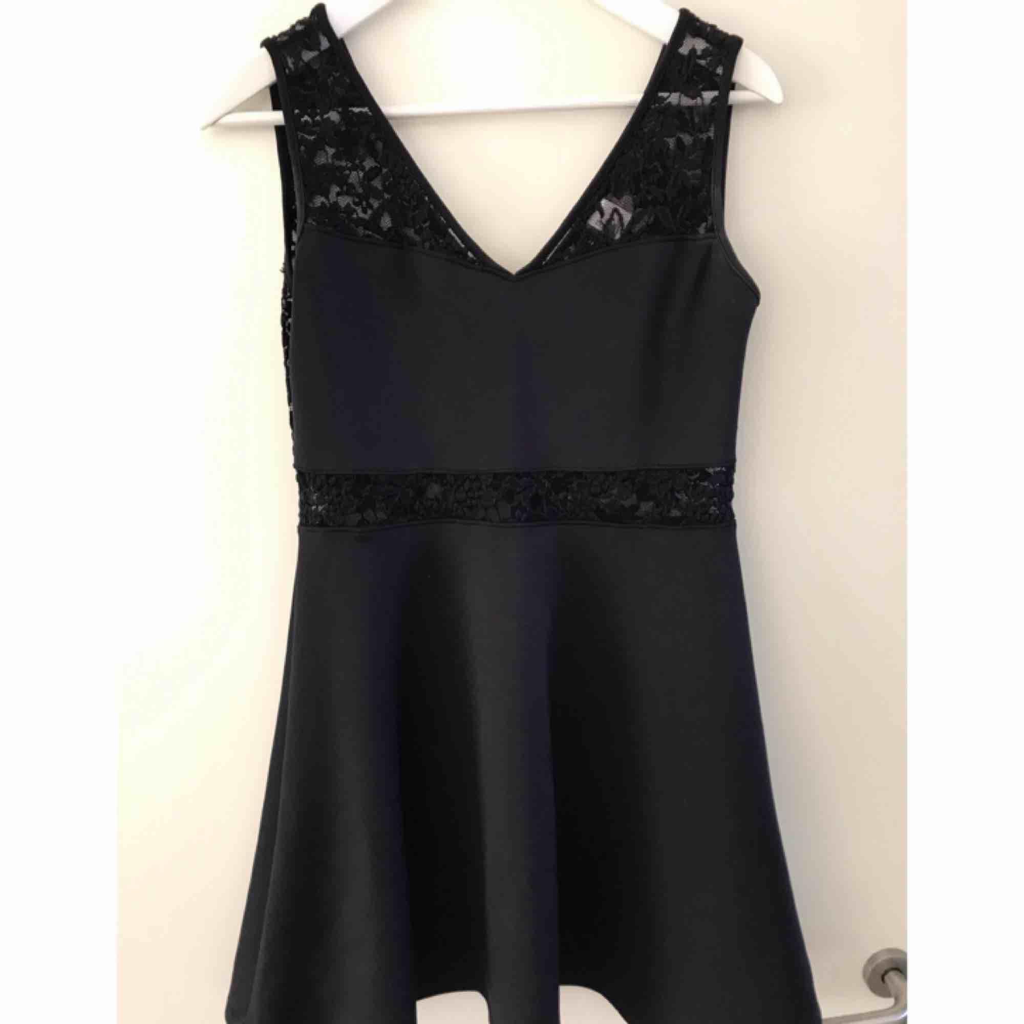 Jättesöt klänning, perfekt till sommarens festligheter! . Klänningar.