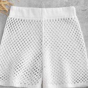 Ett par snygga nät-shorts perfekta till stranden! 💛 är egentligen en S men sitter som XS/XXS + 29kr frakt