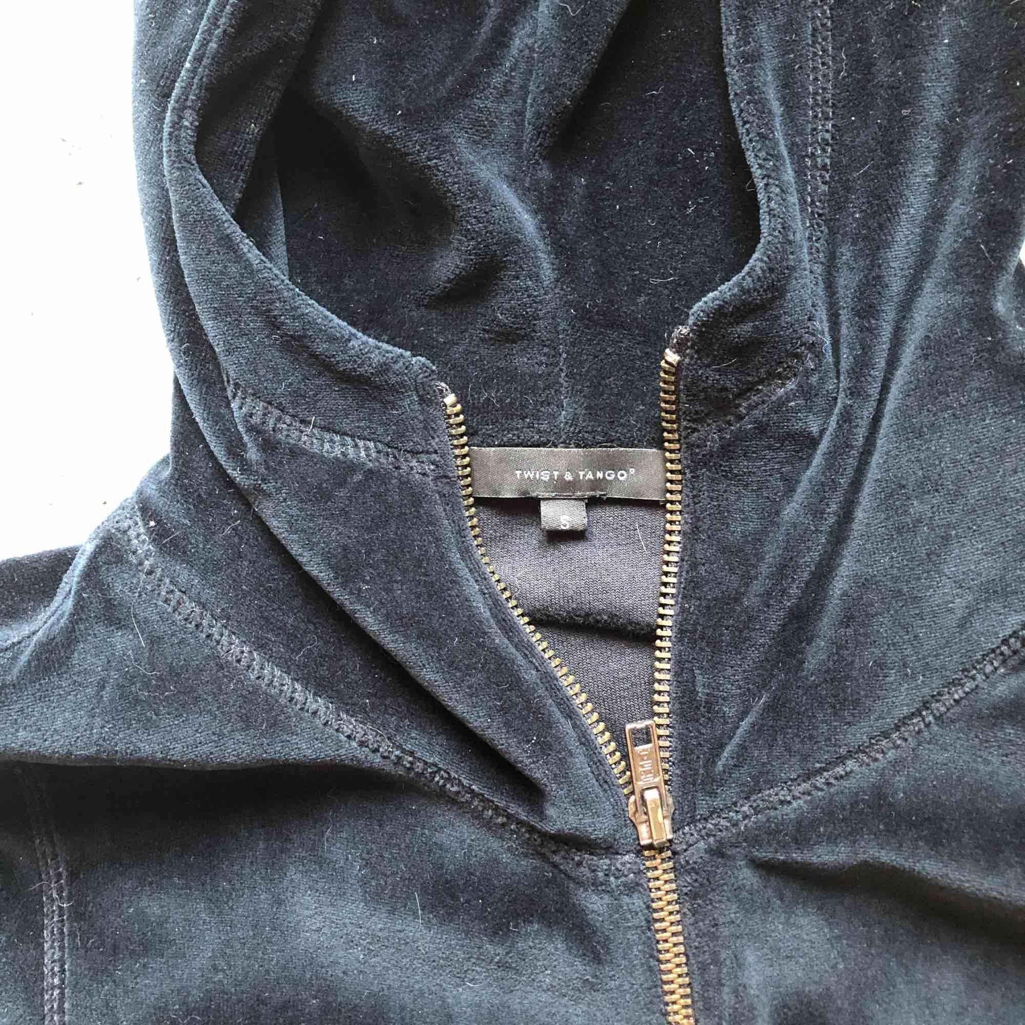 Twist and Tango tröja i navy blue. Superfin och mjuk. . Huvtröjor & Träningströjor.