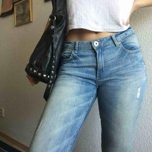 Low waist skinnyjeans från Cubus i nyskick! Jag har svårt för att bära låg midjade byxor men om du gillar det är dessa perfa ☺️ Stretchiga och sköna ⭐️ Frakten är inkluderad 👍🏽