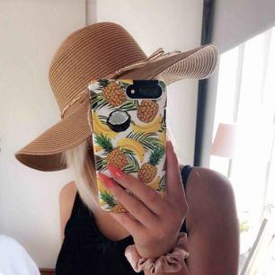 Jätte fin hatt, helt oanvänd. Säljs pga passar inte min stil  Köpare står för frakt