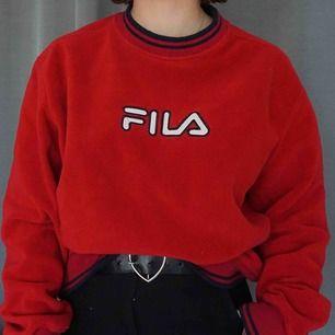 🍓En av mina gamla favoriter som jag nu använder för lite! Supermysig FILA tröja i fleece, köpt på Humana för 2 år sedan. 🍓