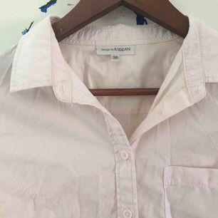 Ljusrosa skjorta från KappAhl 🐷 Funkar med allt möjligt! Frakten ingår i priset💓