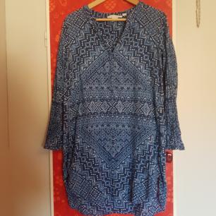 LOGG Blå mönstrad tunika stl 38