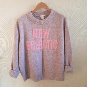 Lila tröja från H&M som är riktigt coolt! Kommer tyvärr inte till användning så den får hitta ett nytt hem ⭐ Frakten betalas av köparen, kan även träffas vid TC eller täby.