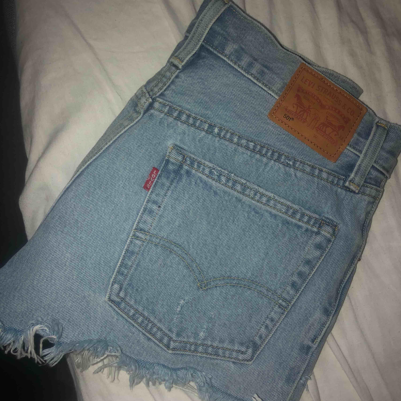 Köptes förra året, använda ca 2 gånger Som nya!! Köparen står för fraktkostnaden. Shorts.