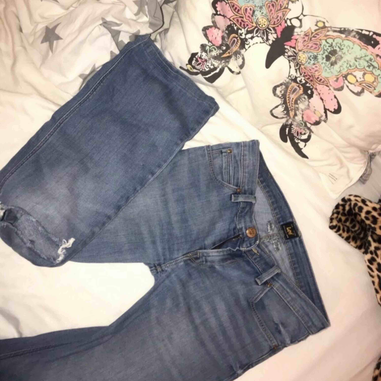Bootcutjeans från märket Lee Säljer på grund av att dom är för stora  W28 L31. Jeans & Byxor.