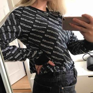 Fin tröja från Hollister, köpt för drygt ett år sedan, använd ett fåtal gånger. Köparen står för frakt.