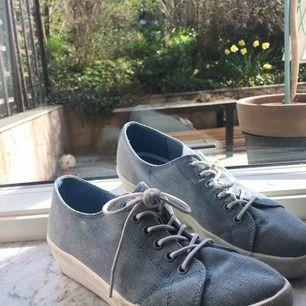 INKL FRAKT I PRISET💞 Nästan OANVÄNDA skor från din sko. Använda ca 4 ggr. PRISLAPP ÄR KVAR (på bild) Säljer pga för små. Original pris 349. Tar endast Swish🌟