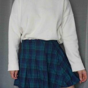 📚Gullig kjol med rutigt mönster i grönt och blått, köpt på H&M för fem år sen men är inte särskilt sliten📚