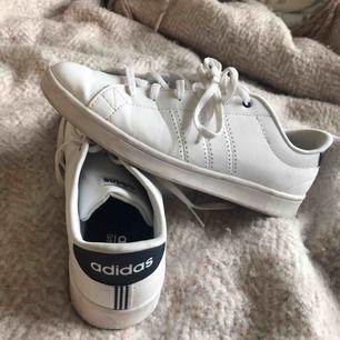 Adidas skor som är använda endast en gång. Super sköna, säljer pga de är för små👟