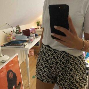 Super söta shorts från Pull & Bear, inköpta i Berlin. Använda ett fåtal gånger.