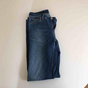Straight jeans från Lee. Köpta på JC för 900. Använda sparsamt. Normal waist.