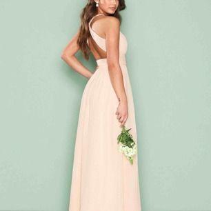 Säljer min balklänning från NLY EVE (nelly.com). Köpt för 600kr. Använd 1 gång. För mer detalj på längd och andra mått skriv ett meddelande.