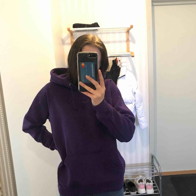 Super fin & skön hoodie från bikbok, knappt använd . Huvtröjor & Träningströjor.