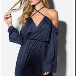 En helt ny supersnygg klänning från Linn Ahlborgs kollektionen med Rebecka Stella, pris går att diskutera, för mer info och bilder kontakta mig!💞 i köpt för 499 kr