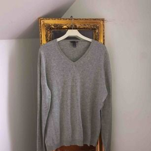 Snygg basic tröja från H&M. Frakt blir 55kr 🖤