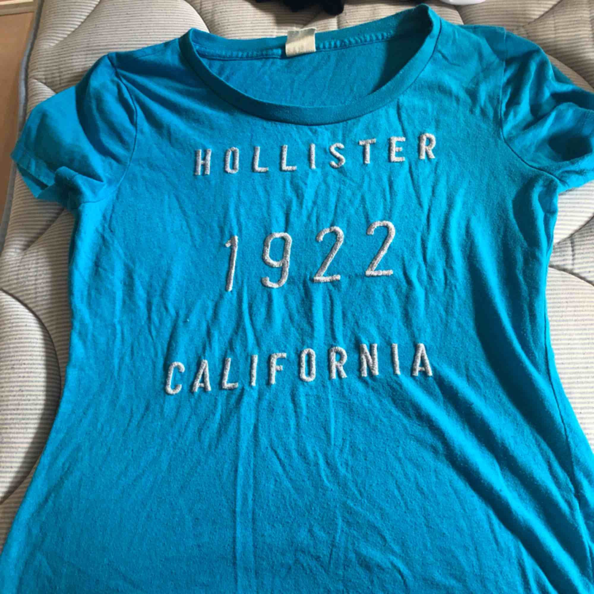 Hollister tröja ej använt i storlek M. T-shirts.