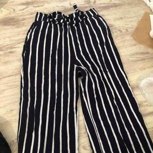 Supersnygga randiga byxor som är lite försmå för mig, för mer bilder och info kontakta mig!!💞