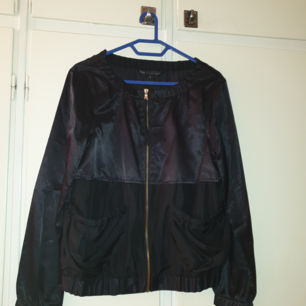 Ny tunn Marc by Marc Jacobs dam jacka av bomull/rayon/silke byst mått 99 cm köpt i New York för $ 258
