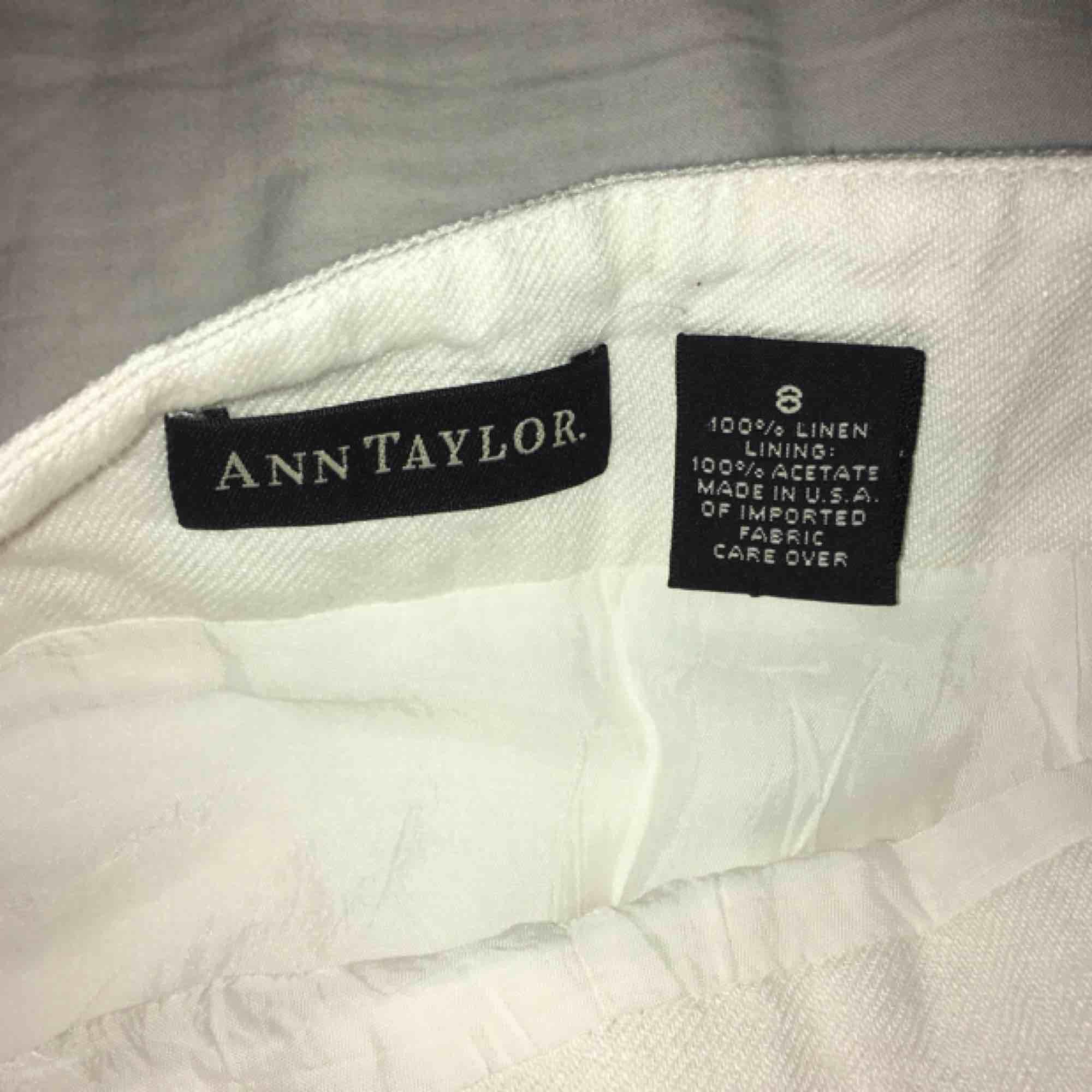 En fin Ann Taylor omlottkjol jag aldrig fått användning för, så den behöver ett nytt hem! Möts upp i Stockholm eller skickar mot fraktkostnad 💕 har ni frågor är det bara skriva!. Kjolar.