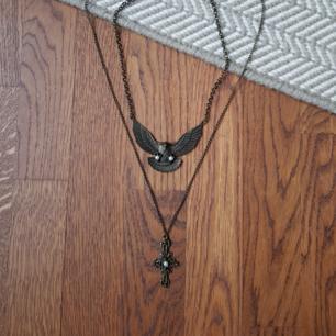 2 halsband, 1 för 40, båda för 60! Köparen betalar frakt