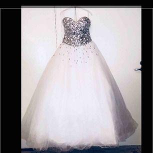 Brudklänning, Priest går att diskutera