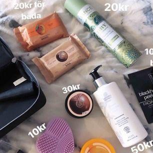 Priser står på bilden. Allt är nytt och oanvänt förutom torrschampo där halva är kvar.