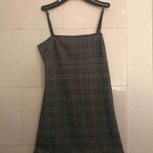 Kort grå klänning!