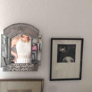 Säljer denna skit fina bal klänning från Bershka då jag bestämde mig att ha en annan:) Den är helt ny med prislappen kvar på, bara testad!! Hör gärna av er med frågor eller undringar:) Med vänlig hälsning, Ona❤️❤️
