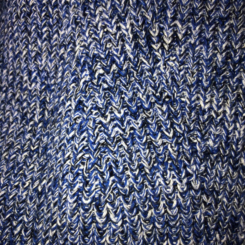 Superfin svart, vit och blå stickad tröja från hm   Använd endast en gång och tröjan är helt i nyskick, superfin!   Nypris 250kr mitt pris 75kr   Kan mötas upp i linköping och frakta men köparen står för frakten (omkring 30kr) . Stickat.