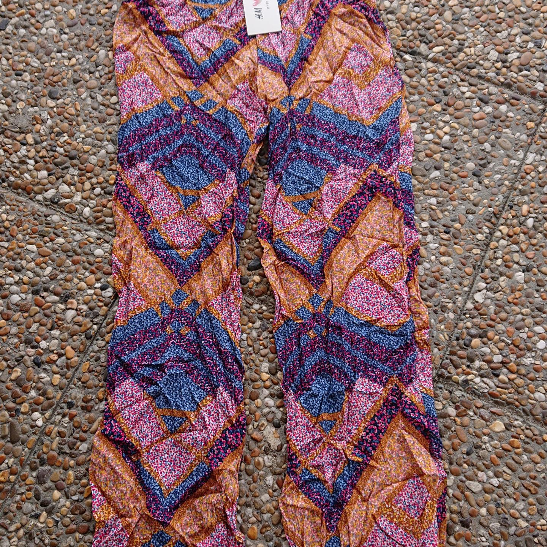 Helt nya Hm by coachella tunna sommarbyxor Ny med lappar  Size 34. Jeans & Byxor.
