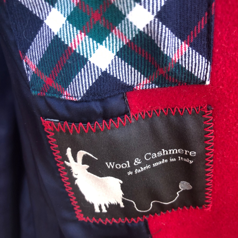 Snygg duffelkappa från Marc O'Polo! Använd men i gott skick förutom lite slitage i fodret. 100% ull/kashmir. Nypris 5000 SEK. Storlek 42 - Made in Italy . Jackor.